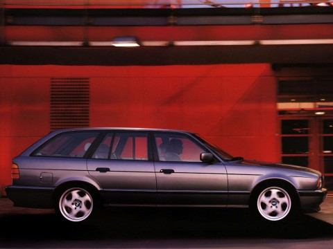 Technical specifications and characteristics for【BMW 5er Touring (E34)】