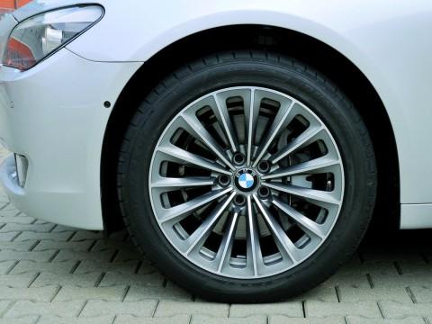 Caractéristiques techniques de BMW 7er (F01)