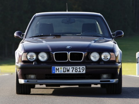 Technical specifications and characteristics for【BMW M5 (E34)】