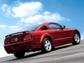 Ford Mustang Mustang V 4.6 i V6 (300 Hp) full technical specifications and fuel consumption