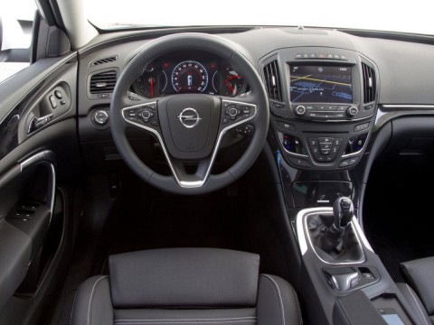 Caratteristiche tecniche di Opel Insignia Sedan